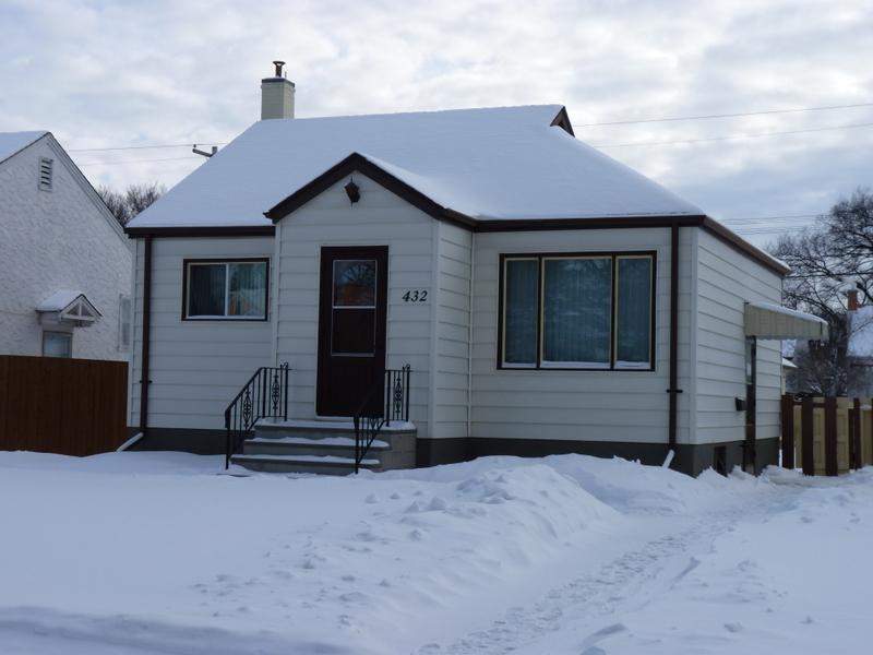 Sold Year Round Home 432 Smithfield Ave Winnipeg